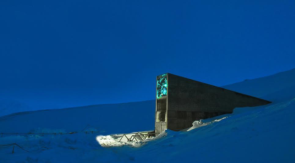 Svalbard Global Seed Vault, o maior banco de sementes do mundo, localizado na Noruega. Tem como objetivo salvaguardar a biodiversidade das espécies de cultivos